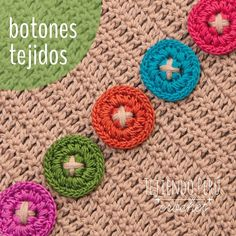 Nuevo mini video tutorial: botones tejidos a crochet! Ya lo encuentran en nuestro canal de YouTube: http://youtu.be/5TTpwTI763M  (esperosas) :)