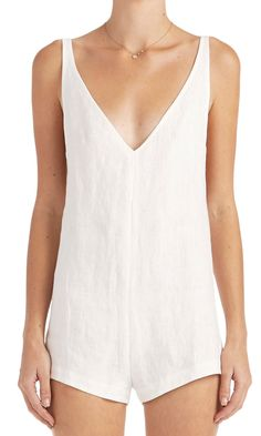 Stark and so so clean, the Effy romper is summer defined. In textured 100% linen with a deep V that narrows towards the shoulder and thins into adjustable spagh