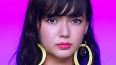 UQ モバイル・UQ WiMAXの「CMギャラリー」ページです。パパはブルームク、ママはピンクガチャ、そして美人三姉妹。ちょっと不思議な家族の、日常を切り取るCMシリーズです。 Prity Girl, Cute Girls, Kawaii, Actresses, Beauty, Japan, Beleza, Pretty Girls, Kawaii Cute