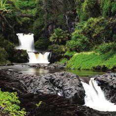 The road to Hana in Maui Go Hawaii, Hawaii Hikes, Vacation Places, Dream Vacations, Hawaii Vacation Rentals, Trip To Maui, Maui Travel, Waterfall Hikes, Outdoor Travel