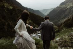 Adventurous and moody, these couple portraits from this Transylvania wedding is qute the thrill | Image by The Kitcheners  #wedding #weddinginspiration #mountainwedding #transylvania #earthywedding #winterwedding #weddingphoto #weddingphotography #weddingportrait #coupleportrait #bride #bridalinspiration #bridalfashion #bridalstyle #groom #groomfashion #groomstyle #groominspiration