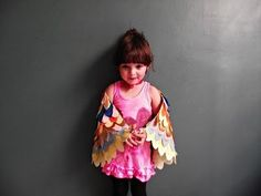Stumbled upon this bird wings dress up project at Llevo El Invierno who was inspired by this adult pattern. The child version is tres adorable. And how sweet is that little birdie? Speaking of, have you seen this painstakingly cute ballet class video? Owl Wings, Butterfly Wings, Wings Diy, Angel Wings, How To Make Wings, Beautiful Dresses, Nice Dresses, Kubo And The Two Strings, Bird Costume