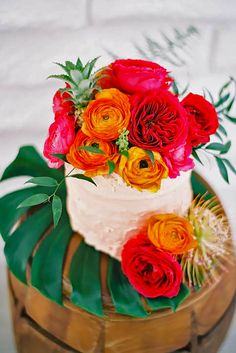 Tropical Wedding Cakes That Wow ❤ See more: http://www.weddingforward.com/tropical-wedding-cakes/ #weddings