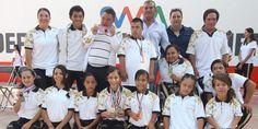 Entregan becas a medallistas y talentos de Olimpiada Nacional