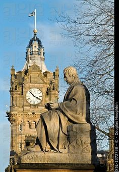 Walter Scott monument PRINCES ST GARDENS EDINBURGH Sir Walter Scotts Memorial statue monument and Balmoral Hotel clock tower