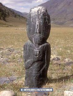 Arheologie și Peisaj în Munții Altai din Mongolia (Patrimoniului Mondial UNESCO) - sculpturi in piatra si monumente funerare găsite în trei site-uri ilustrează dezvoltarea culturii în Mongolia de peste 12.000 de ani. Ele reflectă o procesiune de la un habitat pentru vânători de vânat mare, la turmă, la un stil de viață nomad dependent de cai. Sculpturile contribuie în mod semnificativ la înțelegerea noastră a comunităților pre-istorice din nordul Asiei.