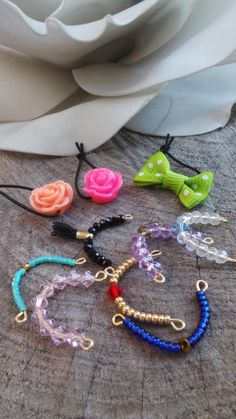 Littlest pet shop necklaces. Set of of 7 custom necklace and 3 hairbands - DIY ACCESSORIES Little Pet Shop, Little Pets, Accessoires Lps, Lps Diy Accessories, Lps Clothes, Custom Lps, Lps Pets, Lps Littlest Pet Shop, Diy Doll