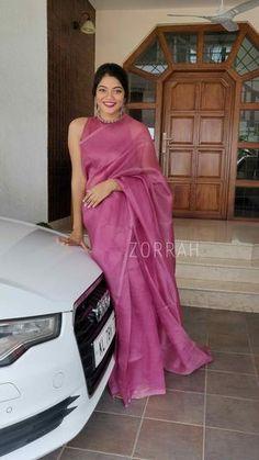Indian Fashion Dresses, Dress Indian Style, Indian Designer Outfits, Sari Blouse Designs, Designer Blouse Patterns, Stylish Blouse Design, Saree Trends, Saree Models, Stylish Sarees