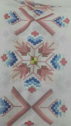 This Pin was discovered by Muh Embroidery Patterns Free, Cross Stitch Embroidery, Hand Embroidery, Cross Stitch Designs, Cross Stitch Patterns, Needlepoint, Needlework, Diy And Crafts, Tapestry