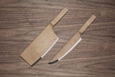 Un couteau au design naturel où le bois se marie très bien avec l'inox de la lame.  http://my-eco-design.com/mapple-set-une-ligne-de-couteaux-design-primee-au-reddot-design-award/
