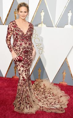 Chrissy Teigen in a stunning nude and red Marchesa gown (most fab maternity look ever!) #Oscars 2016 #redcarpet #fashion pix via @WhoWhatWear
