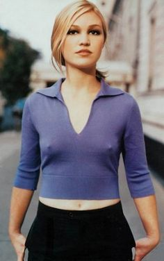 This is a rare sighting of Hollywood cutie Julia Stiles braless.