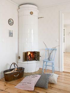 Made In Persbo: Reportage hos Lantligt på Svanängen Swedish Cottage, Swedish House, Home Fireplace, Fireplace Design, Fireplaces, Room Inspiration, Design Inspiration, Storybook Homes, Interior Decorating