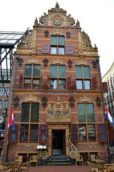 Een weekend Groningen in 30 foto's, citytrip Nederland Big Ben, Cabin, House Styles, Building, Home Decor, Cabins, Buildings, Cottage, Interior Design