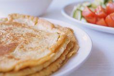 Low carb madpandekager. En enkel og nem opskrift på low carb madpandekager lavet med sesammel. Rul pandekagerne med kød, kylling eller ost og grøntsager.