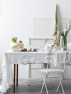 Ga eens voor all white | IKEA IKEAnl IKEAnederland inspiratie wooninspiratie interieur wooninterieur keuken wit minimalistisch koken eten drinken pasen weekend feest party TÄRNÖ stoel tafel decoratie accessoires versiering