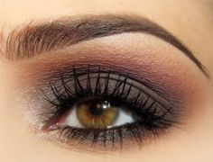 Dark cool brown smokey eye with a warm red-brown as transition color