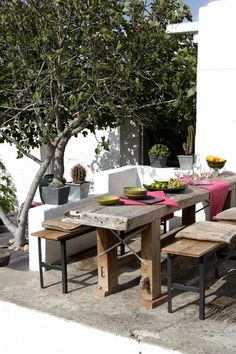Backyard Patio Furniture Ideas You'll Wish to Absorb the Sunlight In . This look would certainly be excellent outdoors on a patio or perhaps indoors in a wine cellar. Outdoor Living Rooms, Outside Living, Outdoor Dining, Outdoor Tables, Outdoor Spaces, Outdoor Decor, Rustic Outdoor, Rustic Table, Indoor Outdoor