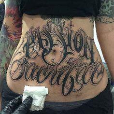 Stomach Tattoos Women, Belly Tattoos, Tattoos For Women, Finger Tattoo Designs, Finger Tattoos, Chicano Tattoos Lettering, Tattoo Lettering Fonts, Big Meas, Bauch Tattoos