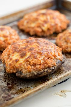 This Pizza Quinoa Stuffed Portabella Mushrooms recipe is perfect for Meatless Monday. Portabella mushrooms are stuffed with a pizza-flavored quinoa filling. Vegetarian Recipes, Cooking Recipes, Healthy Recipes, Cooking Tips, Vegetarian Pizza, Vegetarian Cooking, Skinny Recipes, Food Doodles, Pizza Flavors