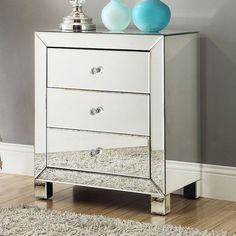 HomeVance Elsa Mirrored Accent Table, Multicolor