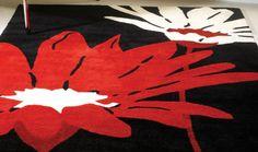 Tappeto nero con fiori bianchi e rossi