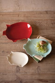 Kalalou Ceramic Pig Plates - Red, Light Blue, White - Set Of 3 - This ceramic pig Plates will be a great addition to your decor.