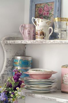 Beautiful #chippy #shelves filled with beautiful #vintage things