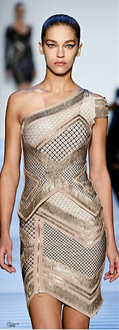 Hervé Léger ● Fall 2014 - Love the sleek hair. Ny Fashion Week, High Fashion, Love Fashion, Fashion Design, Couture Fashion, Runway Fashion, Womens Fashion, Fashion Trends, All About Fashion