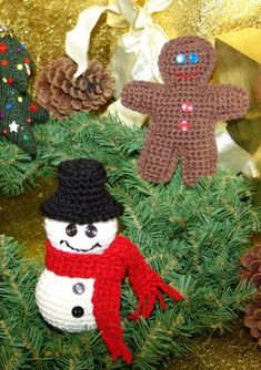 With over 60 free crochet Christmas ornaments patterns to make including Santa's, snowmen, snowflakes, stars, and more you will never be bored! Knitted Christmas Decorations, Christmas Tree Pattern, Crochet Christmas Ornaments, Christmas Crochet Patterns, Holiday Crochet, Christmas Knitting, Christmas Items, Christmas Projects, Holiday Crafts