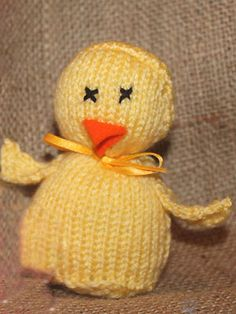 Knit an Easter chick: free knitting pattern