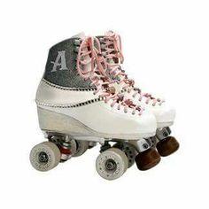 Roller d Ambre Roller Skate Shoes, Quad Roller Skates, Roller Derby, Roller Skating, Roller Disco, Ambre Soy Luna, Rollers, Ambre Smith, Son Luna