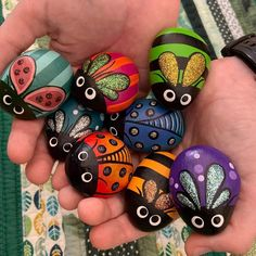 Painted Rock Animals, Painted Rocks Craft, Hand Painted Rocks, Pebble Painting, Pebble Art, Stone Painting, Rock Painting Patterns, Rock Painting Designs, Stone Crafts
