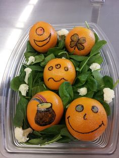 We heart emoticon how Teah Senter, Lead at Beach School in PPS Nutrition Services took a fun and EASY food art idea and used it to decorate her line for #StPatricksDay. It takes just a few minutes to make a child's day with something fun on a cafeteria line!