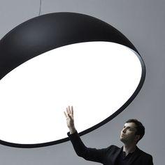Paul Cocksedge est un designer pas comme les autres, car chacune de ses réalisations va bien au-delà de la simple réinterprétation des objets qui peuplent