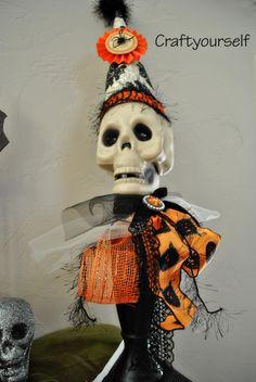 Halloween Pedestal Skull - Craft