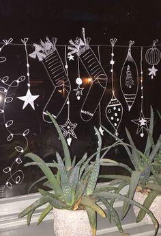 raamtekening Chalkboard Markers, Chalkboard Art, Christmas Deco, Plants, Home Decor, School, Fall Chalkboard Art, Christmas Decor, Decoration Home