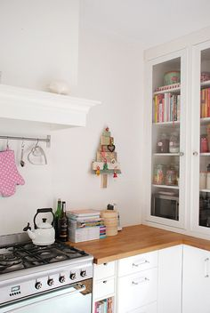 a wee bit of a christmas kitchen by yvestown, via Flickr