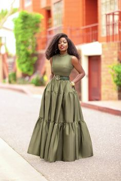 African Party Dresses, Latest African Fashion Dresses, Work Dresses For Women, African Dresses For Women, Simple Outfits, Chic Outfits, Fashion Outfits, Lace Gown Styles, Classy Dress