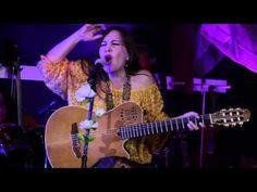 Una nueva mujer - Saavedra en Concierto Secreto - YouTube
