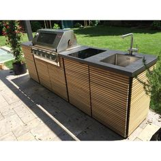 Design outdoor kitchen by Herrenhaus with BeefEater grill, Design outdoor kitchen by Herrenhaus. Outdoor Bbq Kitchen, Outdoor Kitchen Design, Infrared Grills, Grill Design, Design Design, Bbq Area, Outdoor Living, Outdoor Decor, Backyard Landscaping