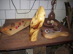 Platten aus Eiche, Skulptur aus Robinie