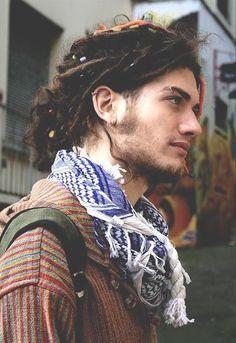 Rocking a boho hippie style look with a cool eyebrow ring Cara Hippie, Hippie Style, Hippie Boy, Style Hipster, Gypsy Style, Boho Style, Accessoires Hippie, Beautiful Men, Bohemian Style
