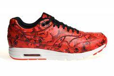 Zeer exclusieve Nike Air Max 1 sneakers voor dames. Deze Nike schoenen met een bloemetjes