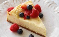 cheesecake relies upon heavy cream or sour cream. The typical cheesecake is rich and has a dense, smooth, and creamy consistency. Sour cream makes the cheesecake more resilient to freezing and is the method by which most frozen cheesecakes are made. Ultimate Cheesecake, Classic Cheesecake, Easy Cheesecake Recipes, Dessert Recipes, Top Recipes, Simple Cheesecake, Japanese Cheesecake, Homemade Cheesecake, Appetizer Recipes