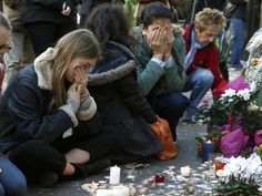 People pay their respect at one of the attack sites in Paris, November 15, 2015. REUTERS/Benoit Tessier
