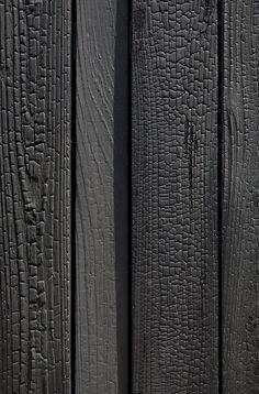 Charred wood facade: The Japanese technique of Shou-Sugi-Ban - Trend Heilige Architektur 2019 Facade Design, House Design, Wood Facade, Japanese Wall, Charred Wood, Wood Architecture, Timber Cladding, Wood Patterns, Wood Texture
