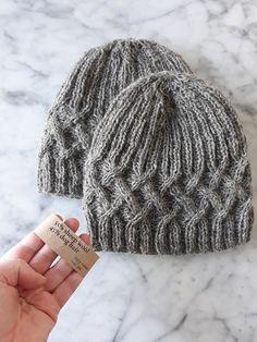 Bonnet de laine de chien   chapeau tricoté à la main en mélange de laine et 5e08f9d77dd