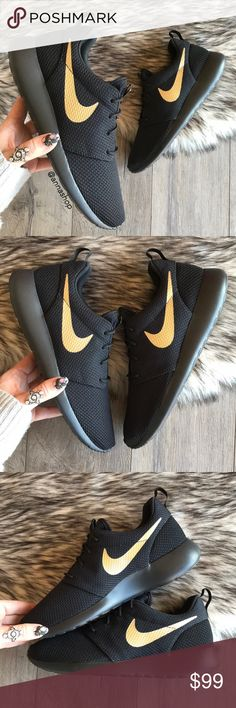 a7942a4ef098 NWT👣Nike ID Roshe Black On Black Gold Brand new no box
