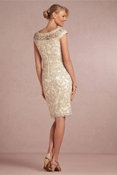 8ea7459d6361 Abiti da sposa · Sheath Column Cap sleeves Knee-length Lace Appliques  Mother Of The Bri – Angrila